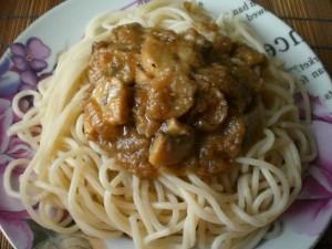 Спагетти с грибным соусом из шампиньонов