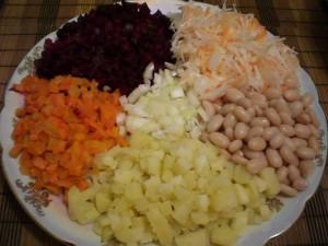 Нарезанные овощи для винигрета