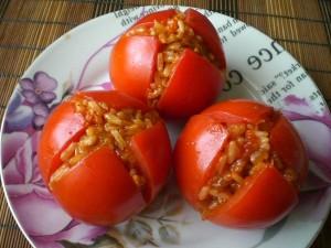 Фаршированные помидоры рисом и грибами