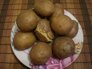 Вареный картофель в мундирах