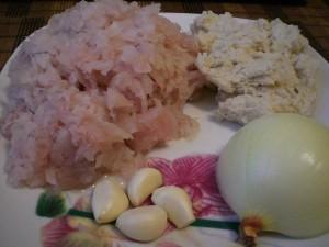 мясо рыбы, хлеб, лук, чеснок - продукты