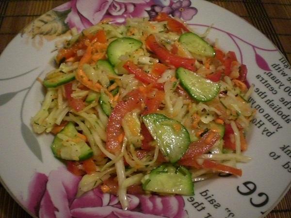 Салат из свежей капусты витаминный
