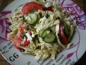 легкий салатик из пекинской капусты свежий