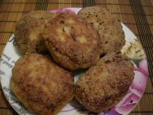 пышные и сочные мясные котлеты с сыром