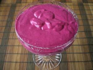 творожный десерт с ягодой ежевикой