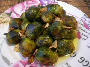 брюссельская капуста, жаренная на сливочном масле