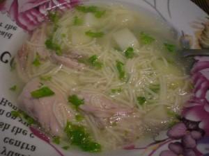 легенький суп на курином бульоне с вемишелью