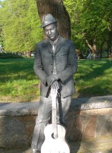 скульптура с гитарой