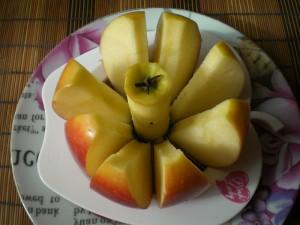 вынимаем серединку у яблока