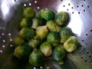 брюссельская капуста - откинуть на дуршлаг