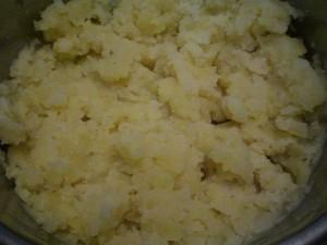 картофельное пюре размять