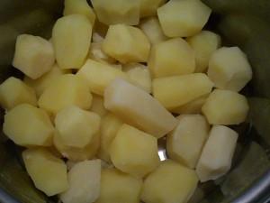 отварить картофель в воде