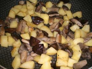 обжарить грибы с картофелем