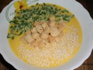 суп-пюре из тыквы с кунжутом и сухариками