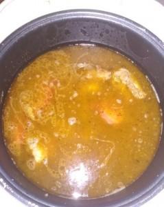 добавляем картофель и воду